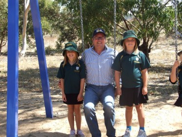 General Manager EP Grain Mark Carr with Port Neill Primary School students