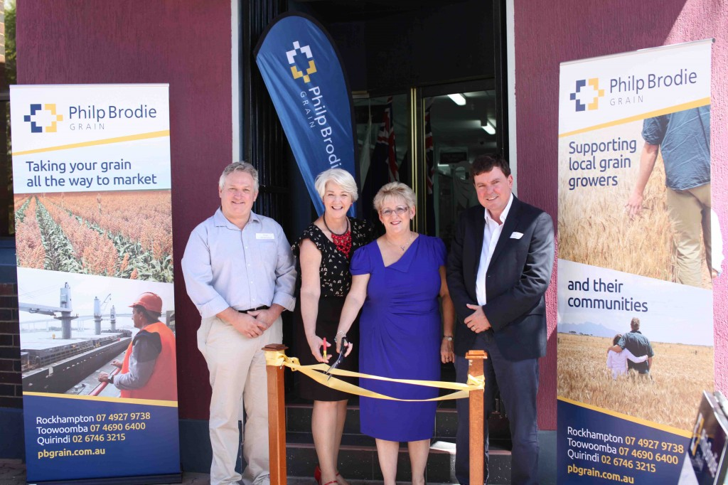 Ms Michelle Landry MP Mayor Strelow Cutting Ribbon
